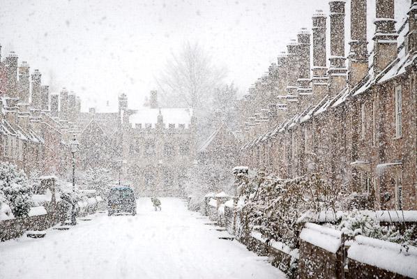 Battling against the Snow – Vicars' Close, Wells, Somerset, UK. ID JB4_0141
