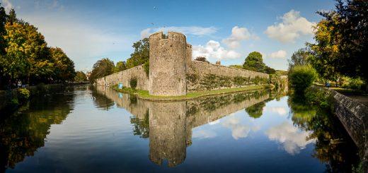 Bishops Palace - Wells, Somerset, UK. ID moat17
