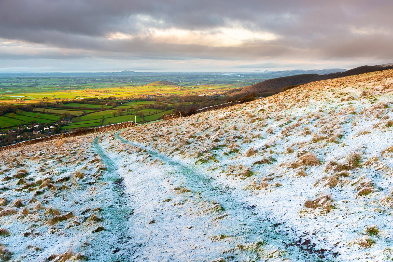 Towards Brent Knoll - From Cooks Fields, Mendip Hills, Somerset, UK. JB1_1272H
